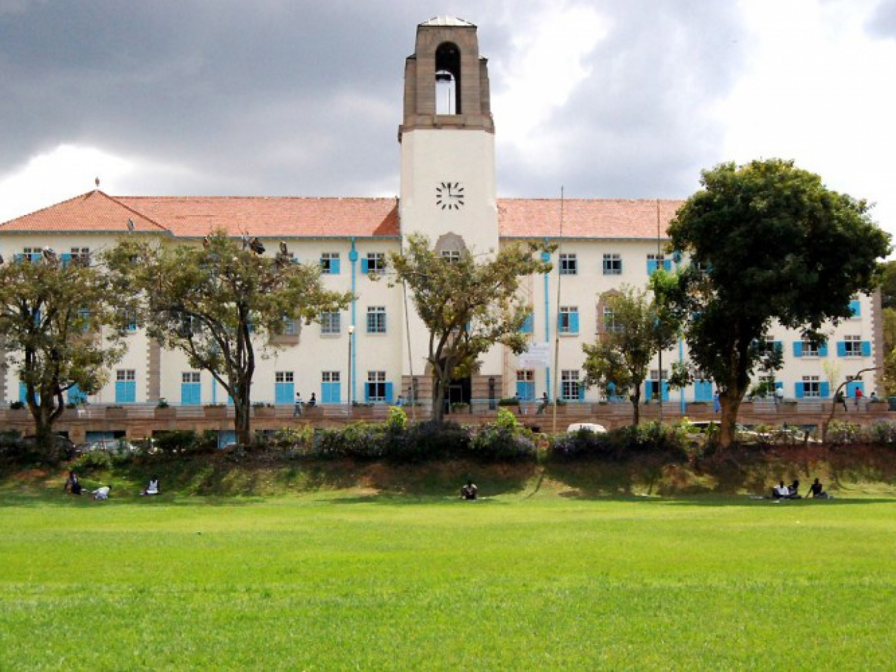 field_image_Makerere-Main-Building-Front-Freedom-Square-22ndOct2012-Story_3